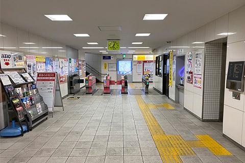 ① 上北沢駅改札を出ます。
